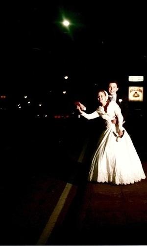 O casamento de Jeferson de Souza e Érica Busnardo são de Curitiba (PR), no dia 24 de outubro de 1998.