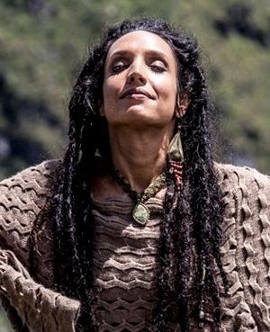 Alejandra Reys Moreno (Maria Maya) - Boliviana, mas criada em São Paulo junto com o irmão Valentin, Alejandra é uma mulher mística e um tanto quanto perigosa