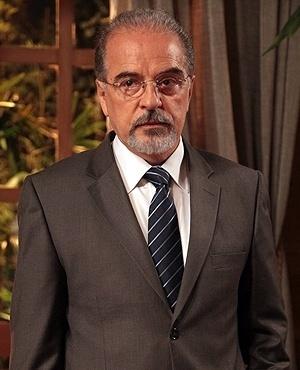 Amadeu Campos Rodriguez (Genézio de Barros) - Amadeu é casado com Neide e pai de Linda, Leila e Daniel. Sempre recorre a ajuda de sua irmã Pilar na hora do aperto