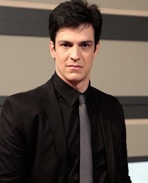 Félix Khoury (Mateus Solano) - Félix é irmão de Paloma e filho de César e Pilar. Seus comentários venenosos demonstram sua absoluta falta de caráter