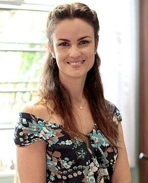 Gina (Regina Maria dos Santos Batista) - (Carolina Kasting): Irmã de Bruno, Carlito e Luciano, é filha de Denizard e Ordália. Gina está sempre disposta a ajudar os irmãos