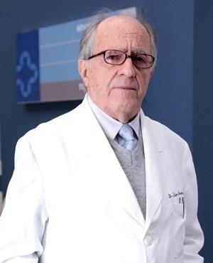 Lutero Moura Cardoso (Ary Fontoura) - Lutero já foi um médico famoso, mas a velhice chegou e ele não quer se aposentar. Sabe que a mão já não é tão firme quanto antes, e por isso vive um interno conflito