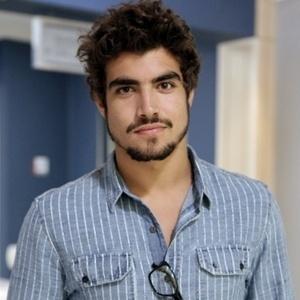 """Em """"Amor à Vida"""", Caio Castro é Michel Gusmão, médico residente do Hospital San Magno. Bonitão, malhado, é desejado por muitas mulheres que trabalham com ele"""