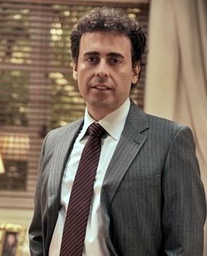 Rinaldo Silva (Marcelo Flores) - Rinaldo trabalha no bar de Denizard e vive discutindo com o patrão, mas de fato são grandes amigos