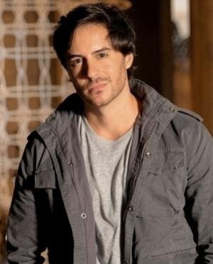 Thales Brito (Ricardo Tozzi) - Thales é um jovem jornalista. Um tipo romântico, sonha em se casar com Leila. Ganha mal, mas está satisfeito com a vida que tem