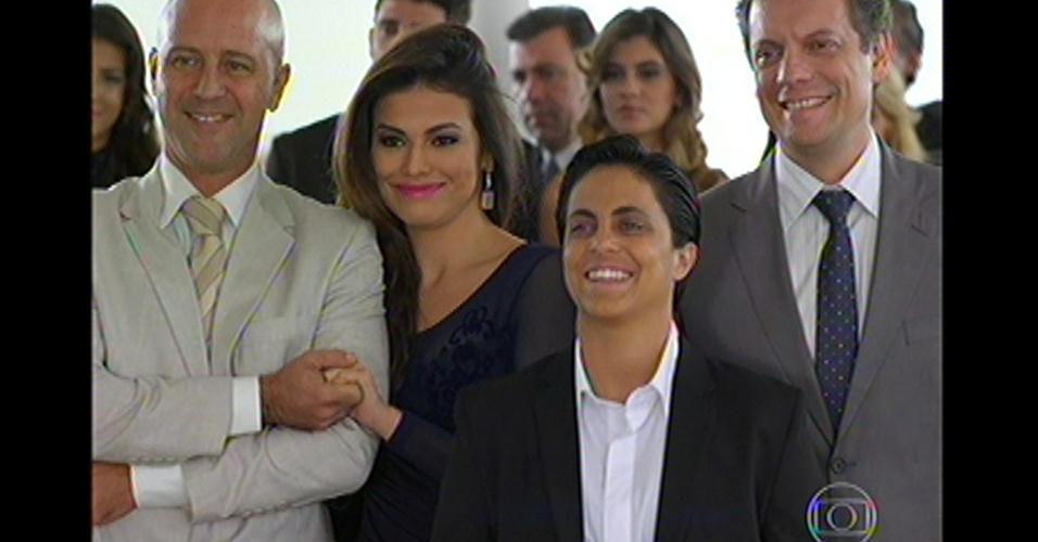 17.mai.13 - Equipe de Helô vai ao casamento da delegada