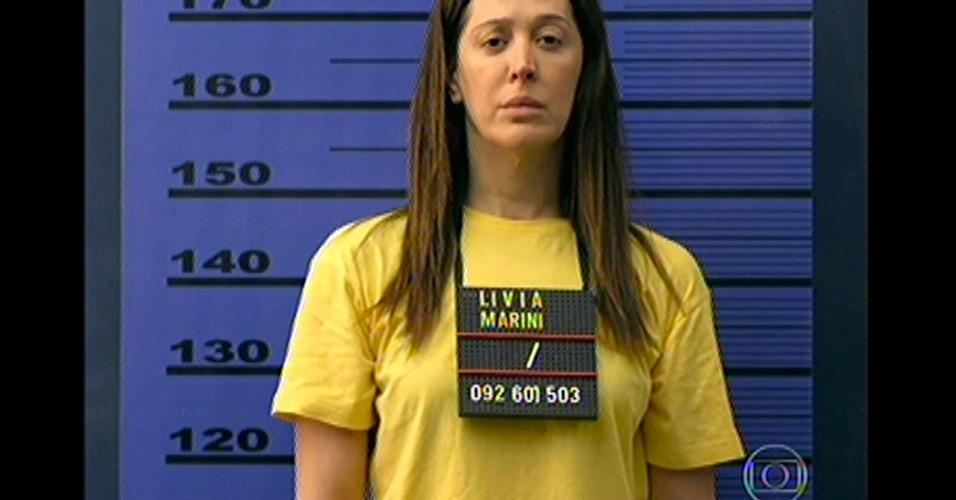 17.mai.13 - Lívia é fichada ao chega no presídio