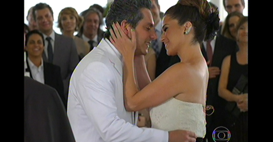 17.mai.13 - Stênio e Helô se casam