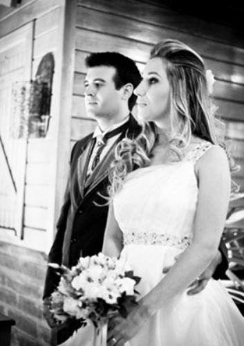 """Marcos Aleixo do Amaral e Édina Adriana de Almeida, de Parobé (RS), se casaram em 24 de novembro de 2012. """"Foi incrível!"""", revelou Édina."""