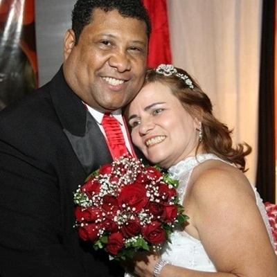 """Guilherme de Jesus Domingos se casou com Luzia Gonzaga Durães Domingos no Rio de Janeiro, no dia 25 de agosto de 2012. """"Esse foi o dia mais lindo e emocionante da minha vida, agradeço a Deus e ao meu esposo por esse momento. Te amo"""", relata a noiva Luzia."""