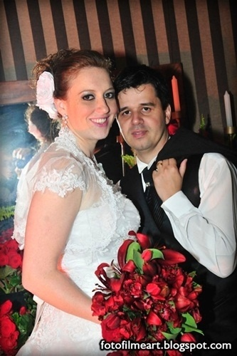 O casamento de João Fábio Perosso e Aline Ferrer, que são de Presidente Venceslau (SP), aconteceu no dia 8 de junho de 2012.