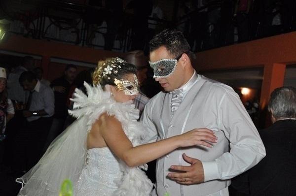 """Alfredo Daniel e Angélica Garcia se casaram em São Paulo (SP), no dia 19 de maio de 2012. """"Foi um momento único e inesquecível"""", disse Angélica."""