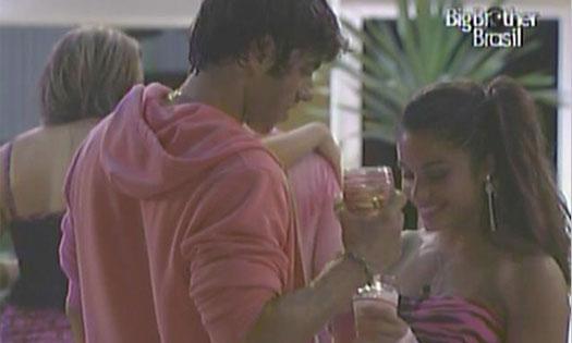 Maria diz para Mauricio que está difícil segurar a vontade de fazer sexo com ele (20/1/11).
