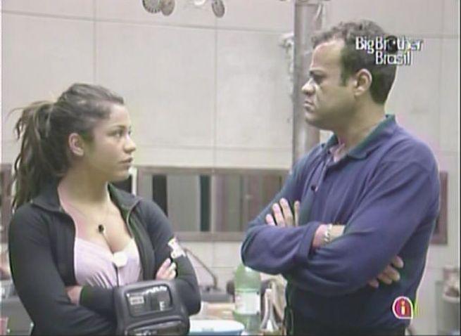 Maria conta para Daniel que Mauricio não olha nos olhos dela (7/2/11).