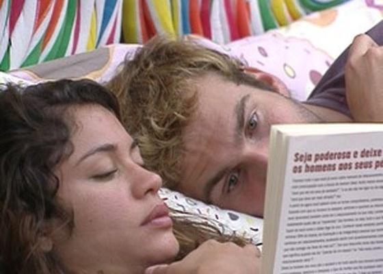 O clima entre Maria e Wesley ficou mais leve após a eliminação de Mauricio (13/3). Nesta manhã (14/3/11), o médico abraçou a