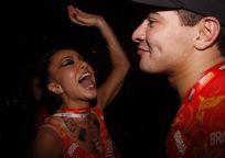 Famosos curtem desfile da campeãs no Rio