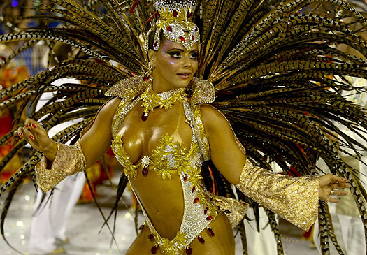 Viviane Araujo, rainha da bateria da Mancha Verde, desfila no Carnaval paulista de 2010. A escola levou para o sambódromo a história do