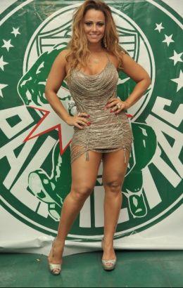 A modelo Viviane Araújo é rainha da bateria da Mancha Verde há seis anos.