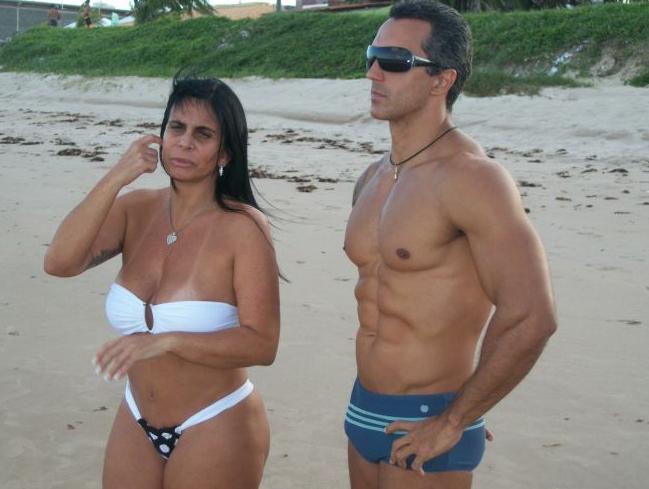 Em maio de 2011, Gretchen foi clicada curtindo a Praia do Bessa, em João Pessoa (PB), com seu personal trainer, Alexandre Mangueira. Os dois tomaram se exercitaram juntos e depois tomaram banho de mar. A cantora afirmou a um programa de TV local que eles seriam apenas bons amigos