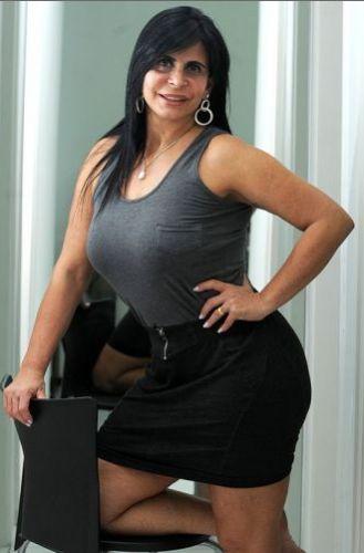 Em julho de 2011, a cantora e dançarina se preparava para fazer três intervenções plásticas ao mesmo tempo. Segundo a clínica onde ela foii ser internada em São Paulo, os procedimentos seriam colocação de silicone, fazer lipoaspiração na barriga e aumentar o bumbum. Com isso, ela alcançou a marca de 13 cirurgias plásticas - ela já havgia passado por outras dez intervenções antes