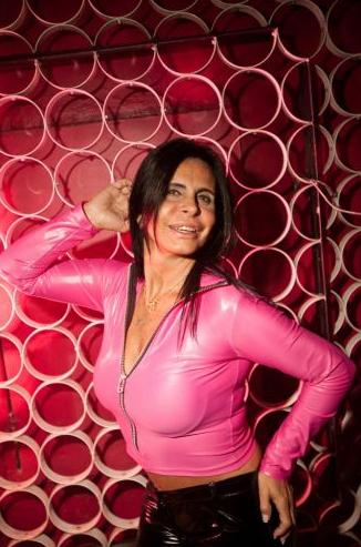 A dançarina em foto de junho de 2011, quando fez shows em uma boate gay do bairro do Itaim, em São Paulo