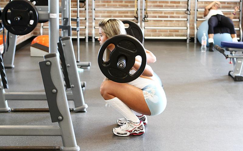 A nova panicat, Aryane Steinkopf, faz musculação desde os 17 anos e treina de segunda a sexta-feira. Segunda é dia de treinar perna e glúteo; na terça o treino é de braço e abdome; quarta a loira faz abdome; quinta o treino é de perna, glúteo e abdome; e na sexta apenas braço para completar