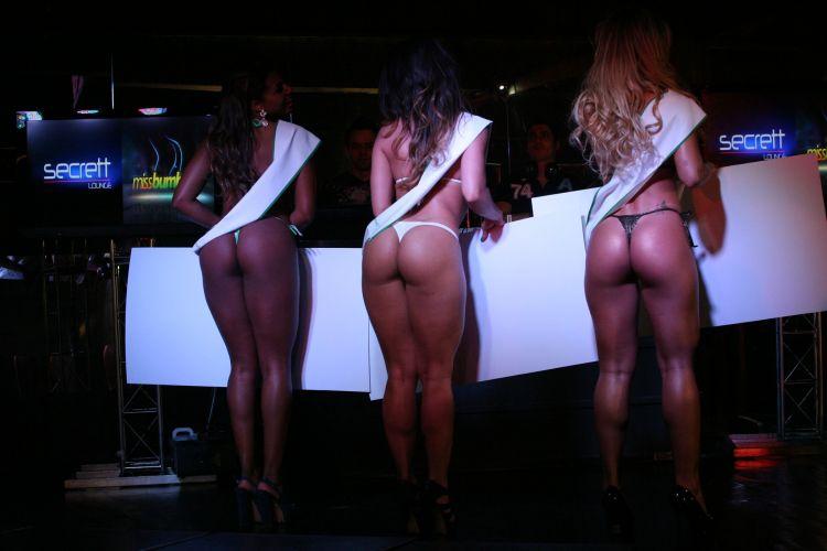 Da esquerda para a direita, as vencedoras do Miss Bumbum Brasil 2011: Mariana Freitas (3º lugar), Graciella Carvalho (2º lugar) e Rosana Ferreira (1º lugar) posam para foto (30/11/11).