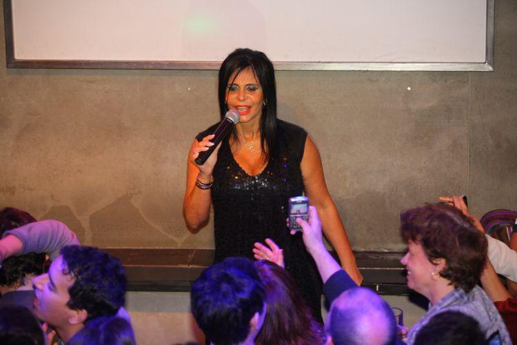 Gretchen declarou que estava usando uma cinta e tinha acabado de fazer um novo implante de silicone nos seios, por isso, sua apresentação não teve tanto rebolado (27/7/2011)