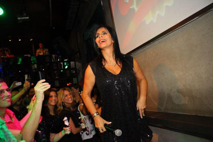 Maria Odete de Brito Miranda, a dançarina Gretchen, faz show no Rio para lançamento da coletânea de sucessos