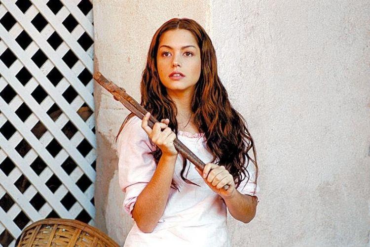 Atriz Thaís Fersoza como Mariana em cena da novela