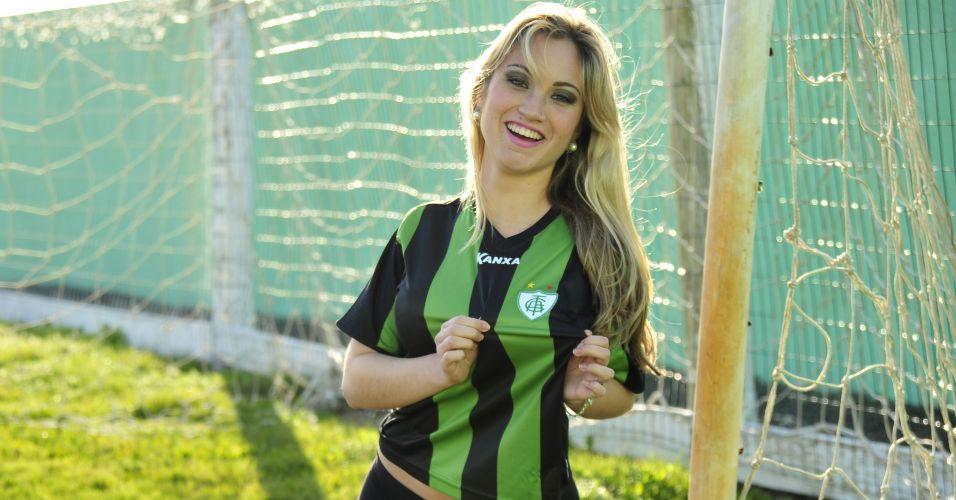 Gata Raissa Ávila mostra seu amor pelo América-MG. Participe da votação de UOL Esporte.