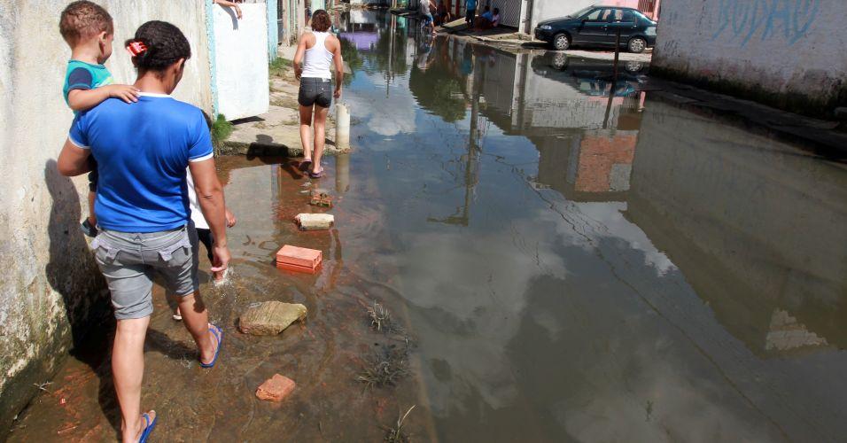 Quarta-feira (25/1) - As ruas da Vila Itaim, que fazem parte do Jardim Pantanal, na zona leste de São Paulo, voltaram a ficar alagadas