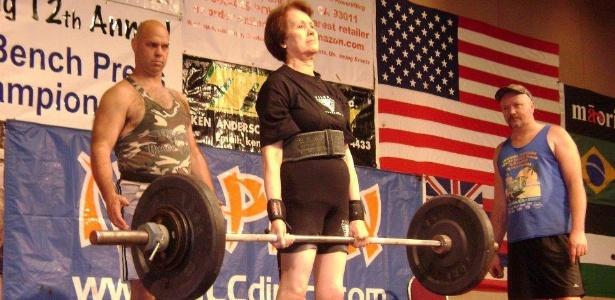 Quinta-feira (26/1) - A atleta Malvina Basso, de 83 anos, é campeã e recordista mundial de levantamento de peso. A Gaúcha, residente de Caxias do Sul, se mantém na ativa mesmo depois dos 80 e celebra um currículo de quatro títulos mundiais, conquistados em eventos da WABDL (World Association of Benchers and Deadlifters) nos Estados Unidos, nos anos de 2002, 2006, 2007 e 2008.