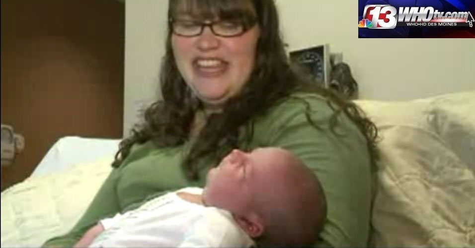 Segunda-feira (30/1) - A norte-americana Kendall Stewardson deu à luz um bebê com 6,2 kg sem anestesia e de parto normal. Asher é o segundo filho do casal e nasceu com 59 centímetros de comprimento, sete a mais que o irmão Judah, quando era recém-nascido. A informação é do 'WHO-TV'.
