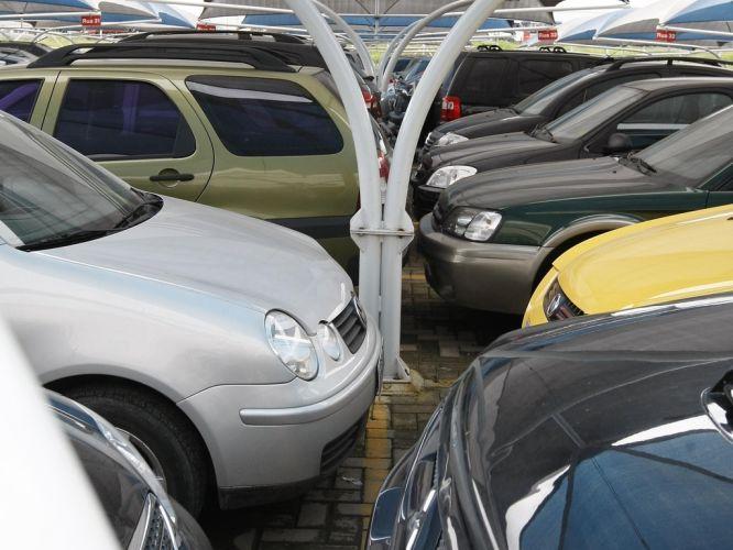 Segunda-feira (30/1) - Uma pesquisa encomendada por uma empresa britânica sugere que as mulheres são melhores que os homens na hora de estacionar os carros. O estudo, encomendado pela rede de estacionamentos NCP, observou 2.500 motoristas em 700 estacionamentos espalhados pela Grã-Bretanha durante um mês e revelou que as mulheres podem até precisar de mais tempo para estacionar, mas têm mais probabilidade de deixar o carro centralizado na vaga.