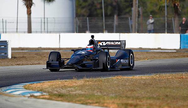 Segunda-feira (30/1) - Rubens Barrichello iniciou sua experiência como 'piloto' do carro de fórmula Indy Dallara DW20, equipado com motor Chevrolet Turbo. O piloto não descarta a possibilidade de ingressar na Indy.