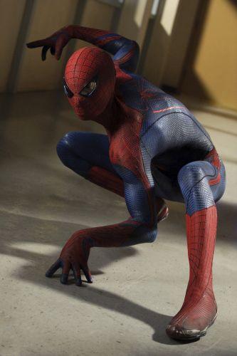 Terça-feira (7/2) - O Homem-Aranha vai voltar aos cinemas em julho deste ano com 'O Espetacular Homem-Aranha'. Desta vez, com uma história reformulada e novos atores nos papéis: sai Tobey McGuire e entra o jovem Andrew Garfield, no papel de Peter Park. Na segunda-feira (6/2), foi divulgado uma breve apresentação da história do filme.