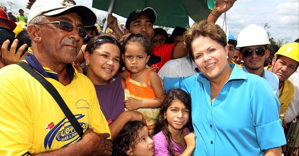 Quinta-feira (9/2) - Presidente Dilma Rousseff realiza vistoria no andamento das obras do projeto da ferrovia Transnordestina, em Parnamirim, em Pernambuco. A presidente falou sobre a greve de policiais na Bahia. Ela se mostrou categoricamente contra a anistia dos grevistas.