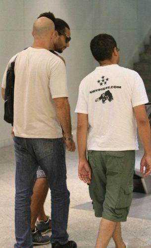 Terça-feira (14/2) - O ex-BBB Daniel Echaniz foi fotografado em um shopping do Rio de Janeiro. O modelo andava sumido desde a polêmica do suposto estupro de Monique ocorrido no BBB12, que resultou na expulsão de Daniel e numa investigação policial.