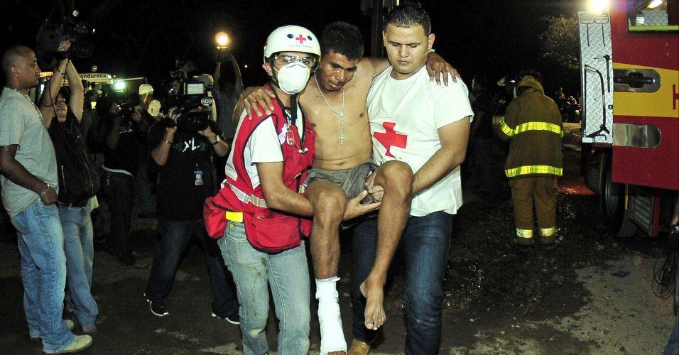 Quarta-feira (15/2) - Mais de 350 pessoas morreram após o incêndio em uma prisão na cidade de Comayagua, cerca de 75 quilômetros ao norte da capital de Honduras, Tegucigalpa, nesta quarta-feira (15), informaram autoridades do país. O fogo atingiu a Colônia Penal Agrícola e começou por volta das 2h55 (horário de Brasília), informou nesta quarta-feira à Efe uma fonte oficial.