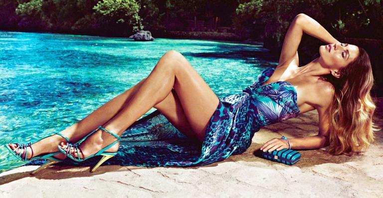 Quinta-feira (16/2) - Gisele Bündchen estrela o catálogo de verão 2012 da grife Salvatore Ferragamo. Eleita garota-propaganda desta sessão de fotos que mostra as novidades da marca para a estação, a modelo fez um ensaio sensual na Jamaica, com direito a belas e paradisíacas paisagens.