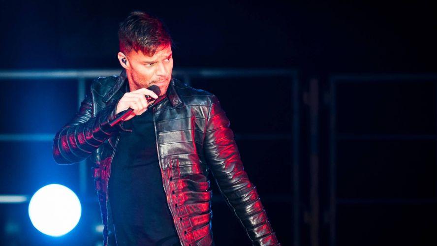 Quinta-feira (16/2) - Ricky Martin não pensa em casar tão cedo. O cantor, que namora há quatro anos o espanhol Carlos Gonzàlez Abella, confessou que a troca de alianças ainda não está nos planos. 'Todo mundo está me perguntando quando vamos casar. Mas não é algo que estamos pensando agora'.