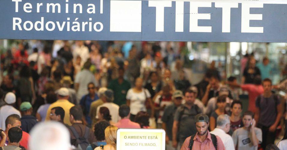 Sexta-feira (17/2) - Movimento no terminal rodoviário do Tietê, na zona norte de São Paulo, na manhã de sexta-feira, na saída do paulistano para curtir o carnaval