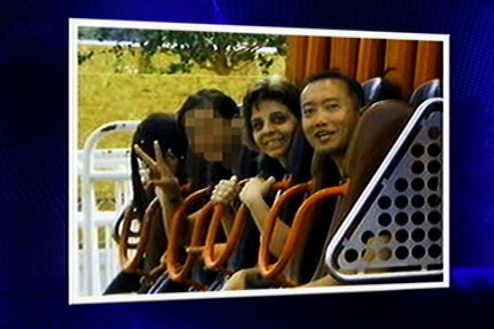 Quinta-feira (1/3) - Família da adolescente que morreu no parque de diversões Hopi Hari, no interior de São Paulo, apresentou uma foto que provocou uma reviravolta nas investigações do caso. Gabriela ocupava uma cadeira que deveria estar interditada por questões de segurança. Fato que foi confirmado em uma nova perícia; a foto complementa as investigações já que o parque afirmou que a jovem ocupava uma outra cadeira. O Hopi Hari admitiu possibilidade de
