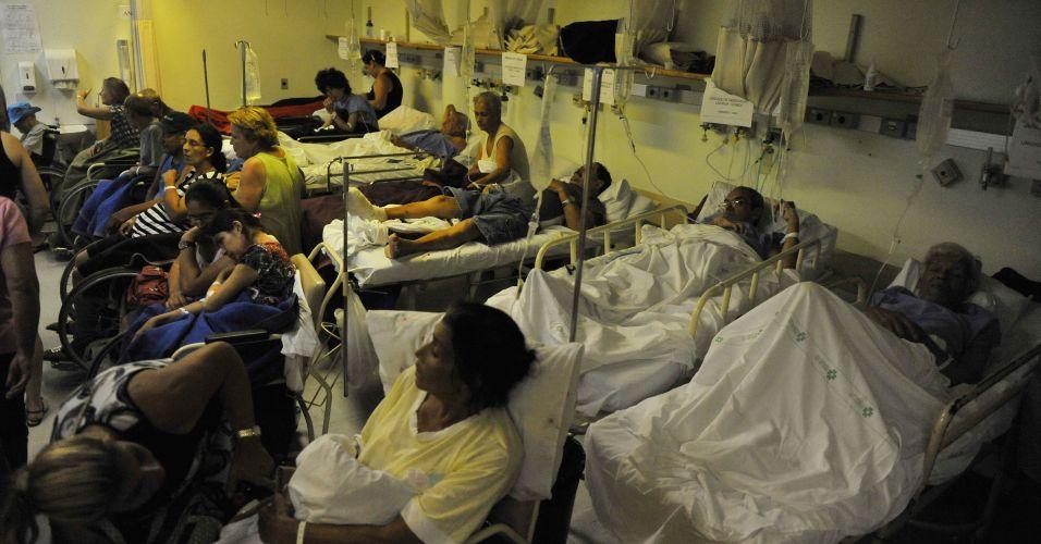 Quarta-feira (7/3) - A superlotação chegou a 340% na emergência do Hospital de Clínicas de Porto Alegre, a maior lotação já registrada na história da capital gaúcha