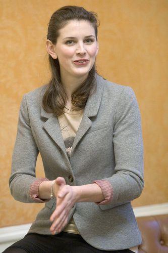 Quinta-feira (8/3) - A modelo holandesa Ananda Marchildon, 25, ganhou um processo contra a agência Elite. Ela entrou na Justiça contra a ex-empregadora, que a demitiu alegando que ela tinha quadris 'muito largos'. Ananda é conhecida por ter vencido a quarta edição do reality show 'Holland's Next Top Model', em 2008. Como prêmio, ele ganhou um contrato de 75 mil euros (cerca de R$ 173 mil) com a agência.