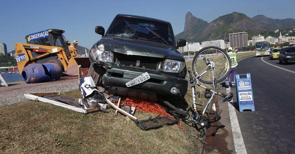 Sexta-feira (9/3) - Carro invade ciclovia, no Aterro do Flamengo, na zona sul do Rio de Janeiro, e atropela ciclista e dois pedestres. As três pessoas feridas no acidente foram levadas para o Hospital Municipal Miguel Couto, na Gávea, também na zona sul.