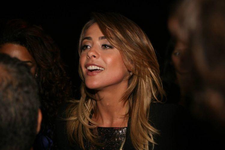 Segunda-feira (12/3) - A atriz e cantora Juliana Silveira nasceu no dia 12 de março de 1980, na cidade de Santos, no litoral de São Paulo. Ela estreou na televisão como assistente de palco da apresentadora Angélica em 1992. Juliana completa 32 anos em 2012.