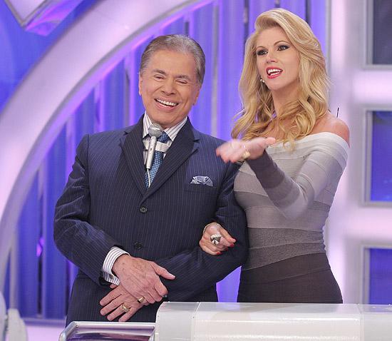 Sexta-feira (16/3) - Silvio Santos, 81, ficou todo assanhadinho com a presença de Val Marchiori na gravação de seu programa no SBT.