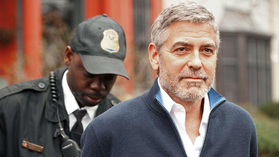 Sexta-feira (16/3) - O ator e diretor americano George Clooney deixou a prisão após pagar a fiança. Ele foi detido durante algumas horas por desobediência civil ao protestar em frente à embaixada do Sudão em Washington (EUA) contra a crise humanitária nas regiões fronteiriças entre o Sudão e o Sudão do Sul.